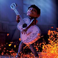 Miguel le héros de Coco qui joue de la guitare